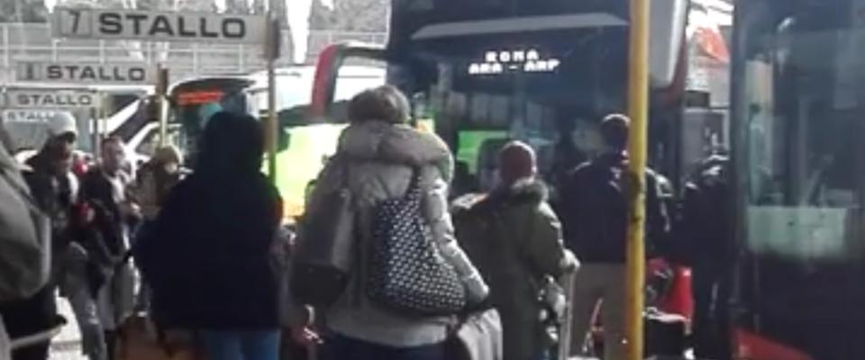 Coronavirus: in fuga dalla stazione autobus