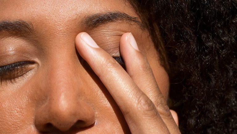 coronavirus come e perchè non toccarsi il viso con le mani