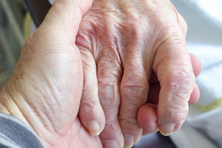 coronavirus coppia anziani guarigione