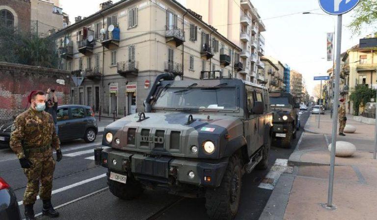 Coronavirus, a Torino esercito anti assembramenti