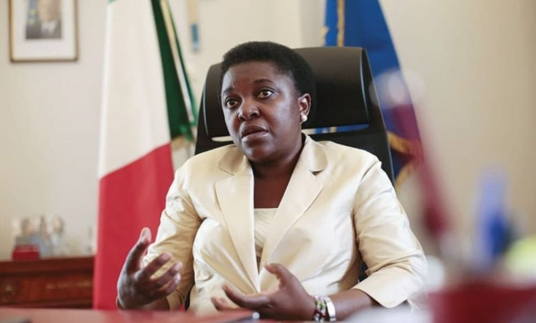 Coronavirus, ex ministro Kyenge porta assistenza domiciliari ai pazienti positivi