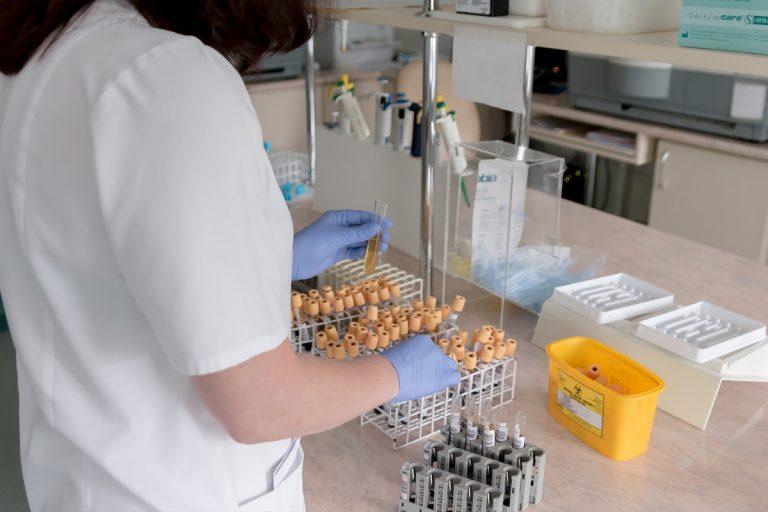 coronavirus moglie biologo morto
