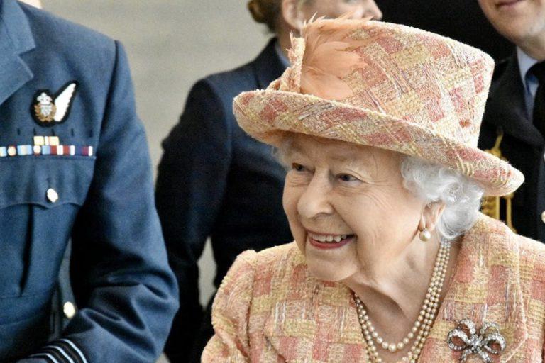 coronavirus regina elisabetta positivo