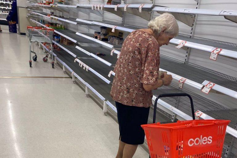 coronavirus supermercati vuoti