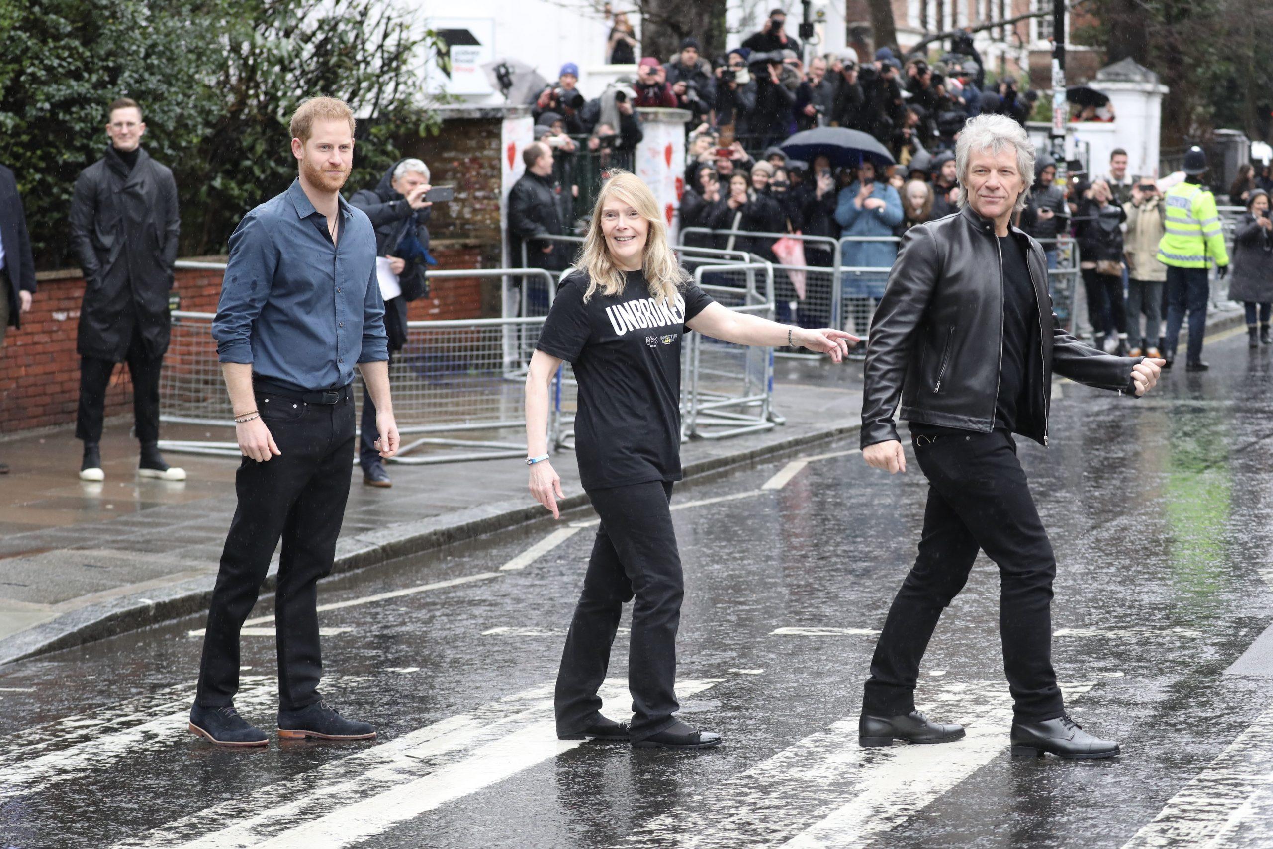 Il Principe Harry con Bon Jovi ad Abbey Road