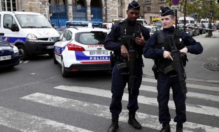 uomo spara moschea parigi