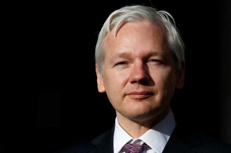 Assange e la relazione con la sua avvocatessa