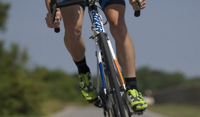 Coronavirus, fermato ciclista