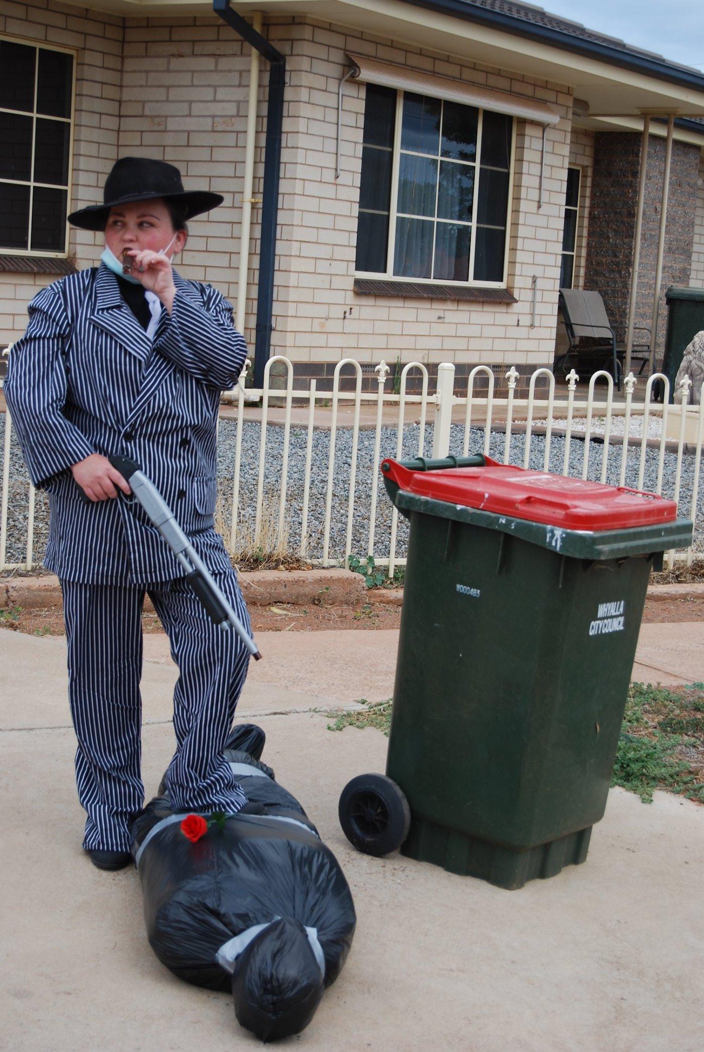 confinement australie sortie poubelles carnaval 11