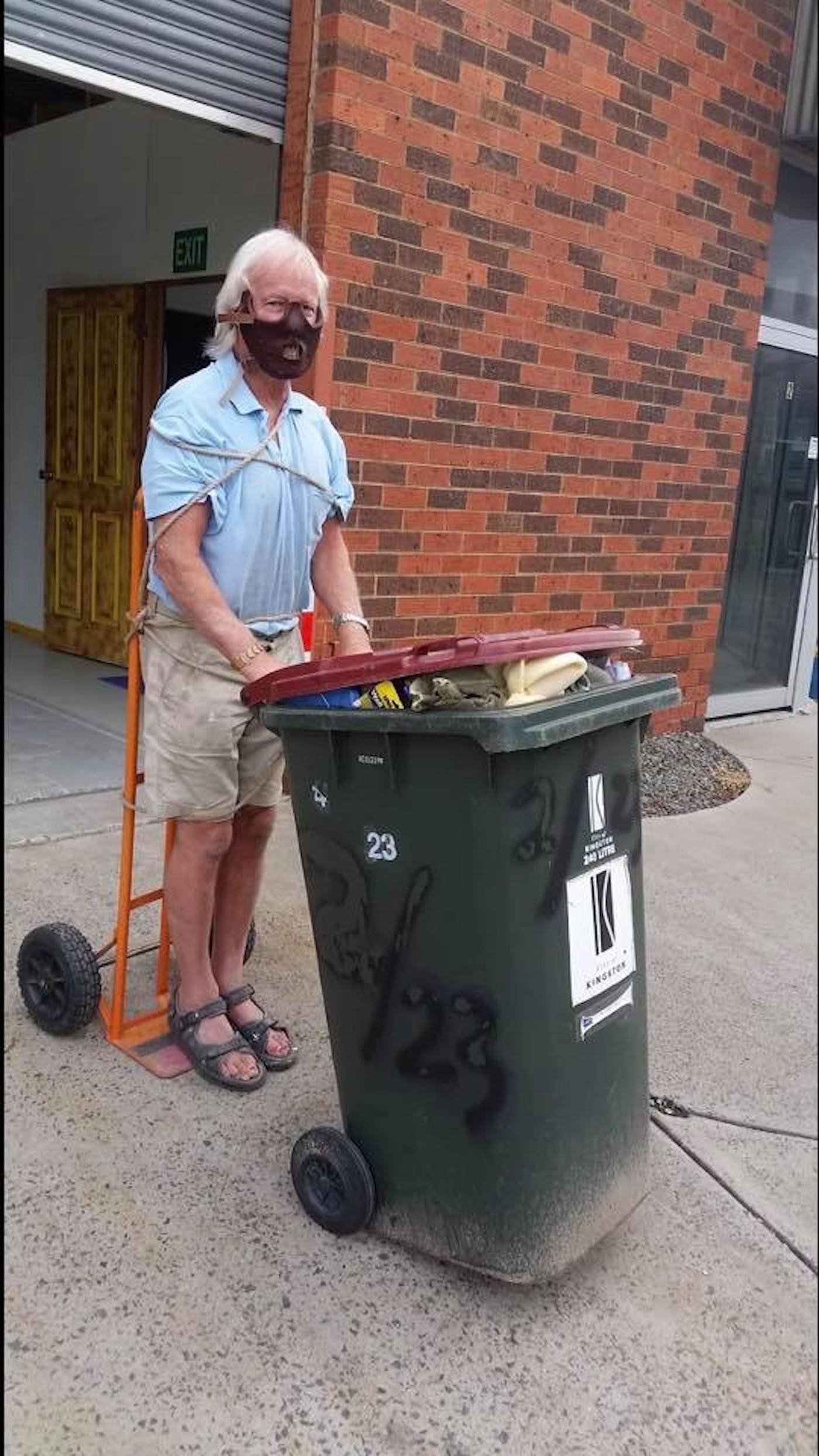 confinement australie sortie poubelles carnaval 14