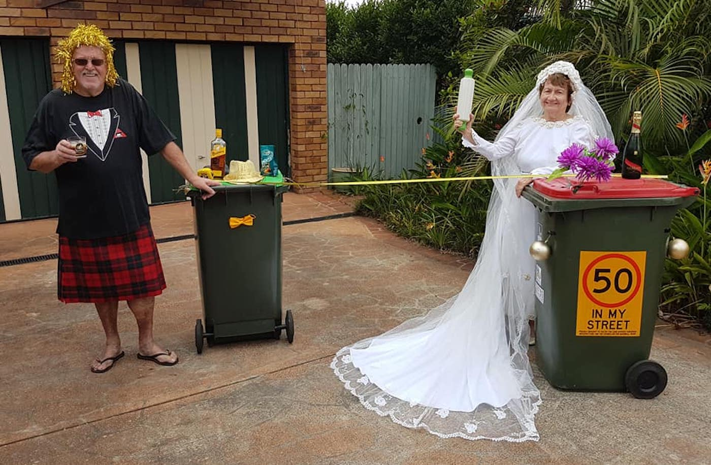 confinement australie sortie poubelles carnaval 8