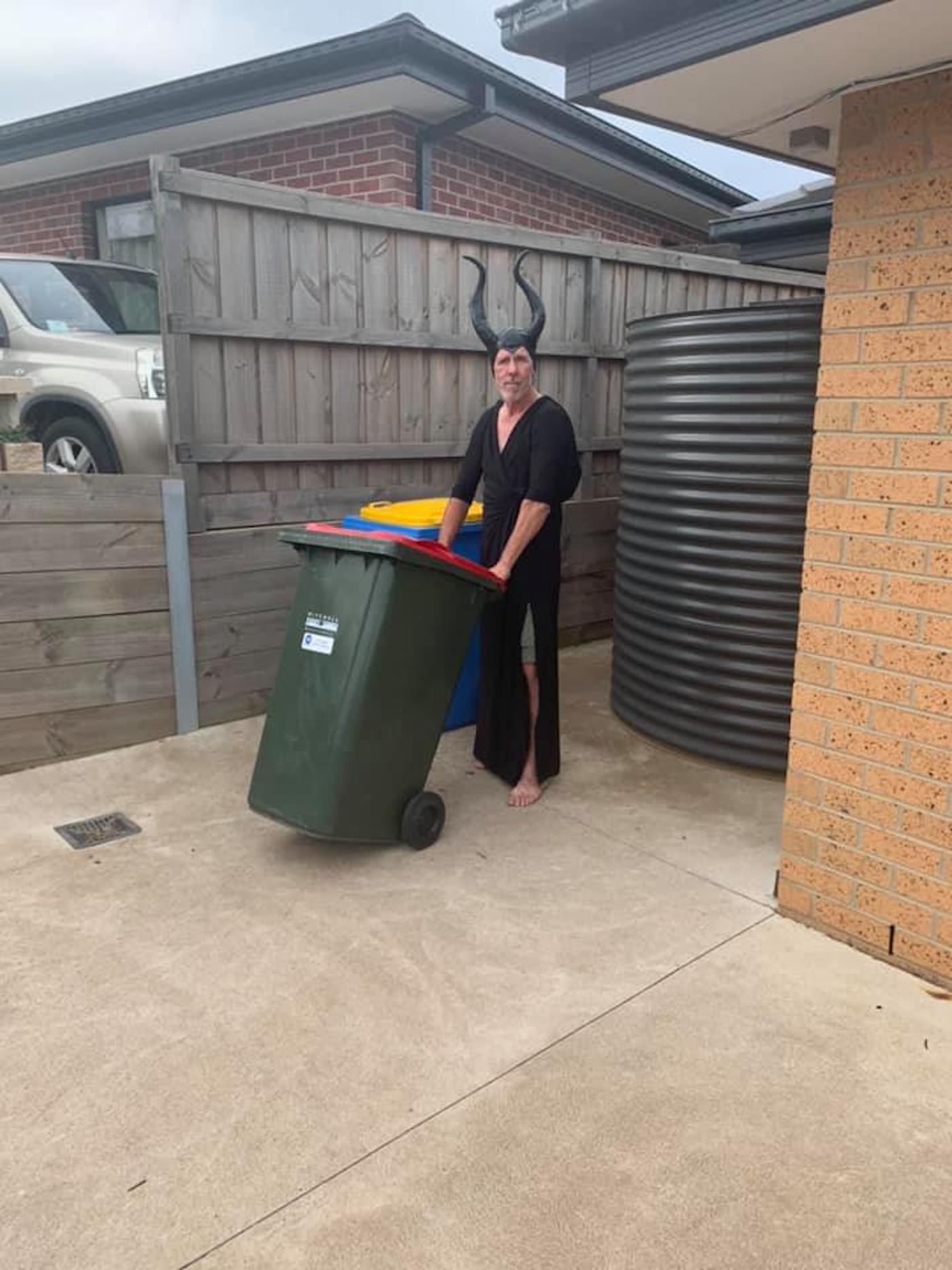 confinement australie sortie poubelles carnaval 9