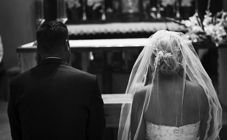 Coronavirus, il matrimonio a Roma si celebra con la mascherina