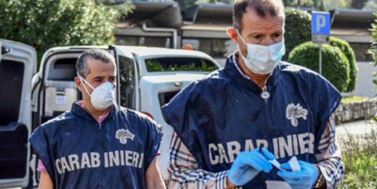 Coronavirus, prendono il sole nude sul balcone a Lucca: vicinato nel caos