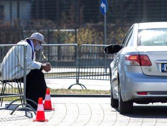 Coronavirus, in Polonia la confessione si fa dall'auto