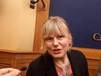 Deputata multata, viola quarantena per andare al mare