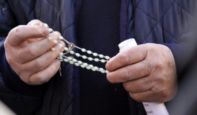 gallignano-parroco-celebra-messa