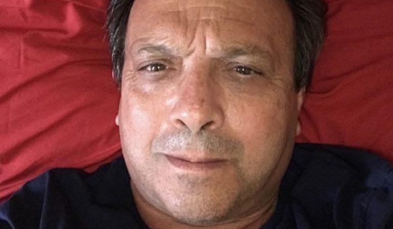 Coronavirus, Chiambretti posta un selfie su Instagram