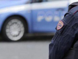 polizia uomo senza lavoro