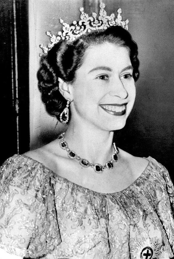 regina elisabetta incoronazione 606x900