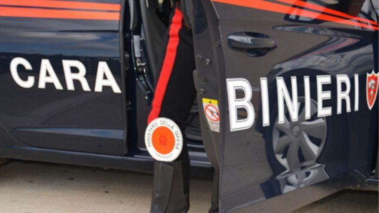 uccide compagna costituisce carabinieri