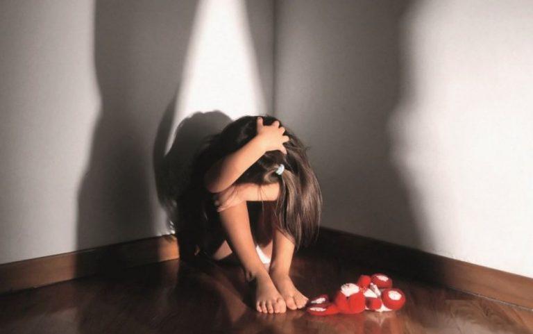 abusa bambina vende video