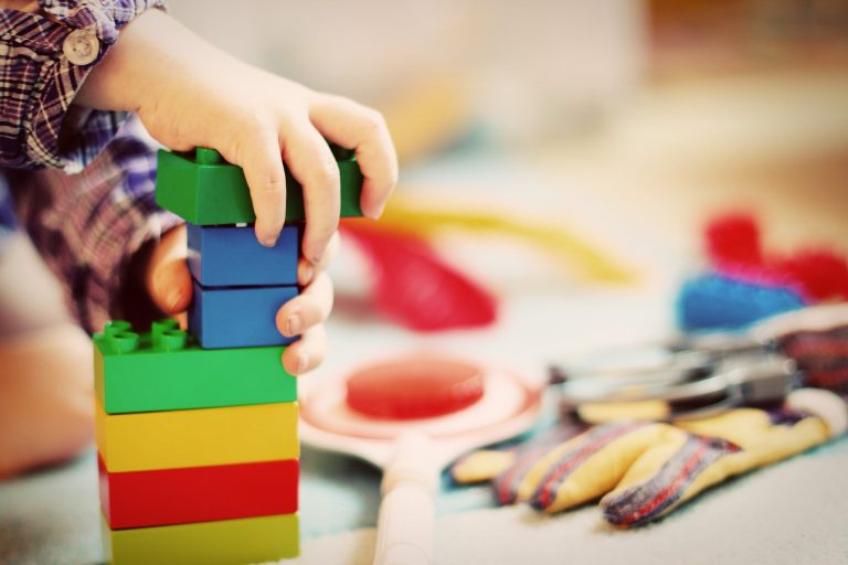 Distanziamento sociale per bambini: a Varese arriva il braccialetto