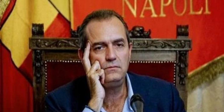 Il sindaco di Napoli, Luigi De Magistris