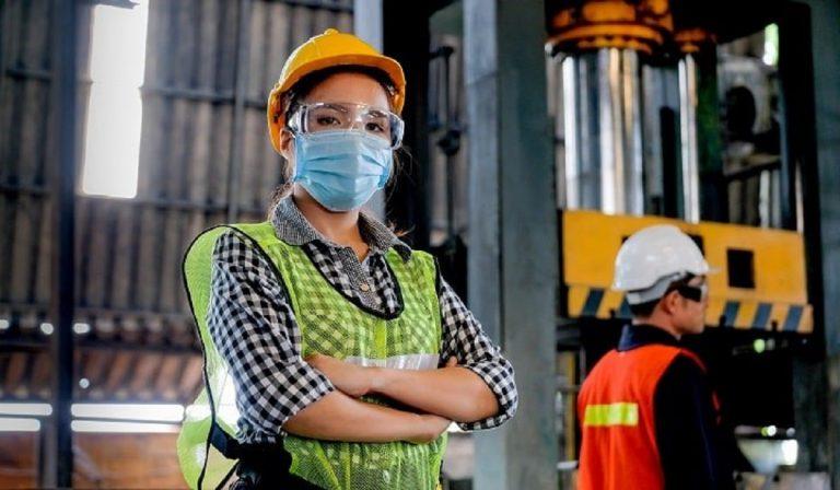 Braccialetto anti Covid per gli operai di una fabbrica bresciana