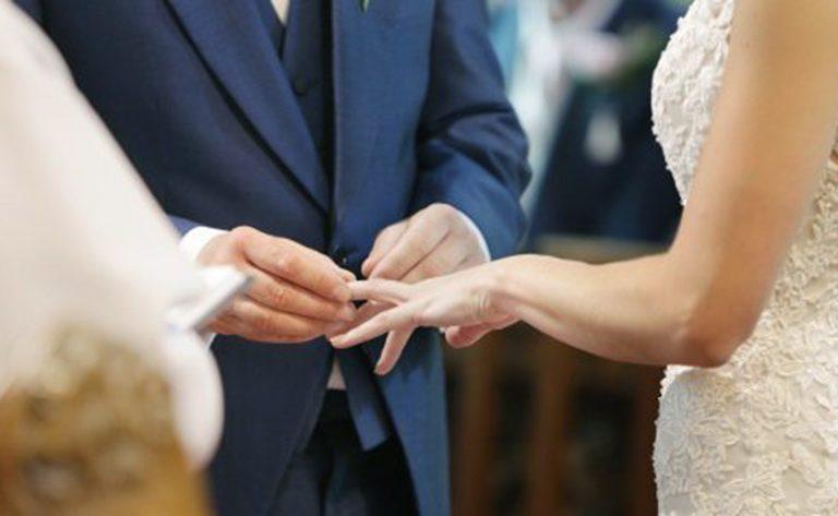 Matrimonio tra clochard a Como, due sacchi a pelo come regalo di nozze