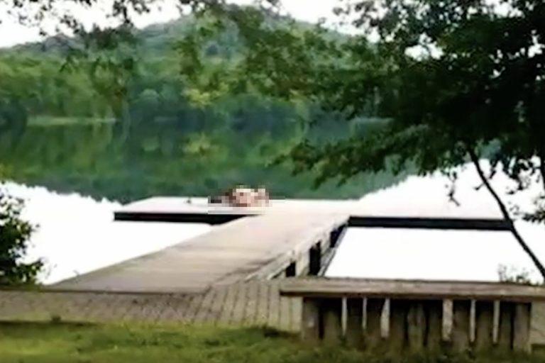 nudi di giorno a bordo lago