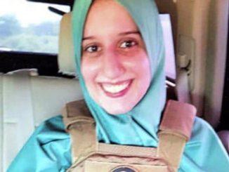 Silvia Romano e la giacca antiproiettile con i simboli della Turchia