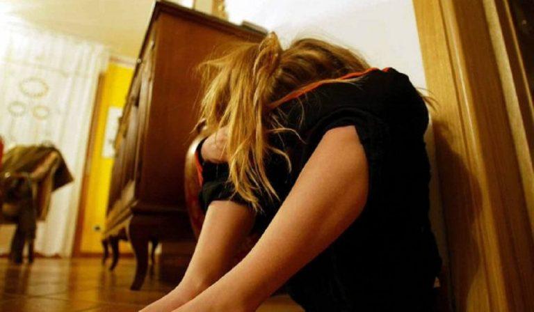 12enne abusata famiglia