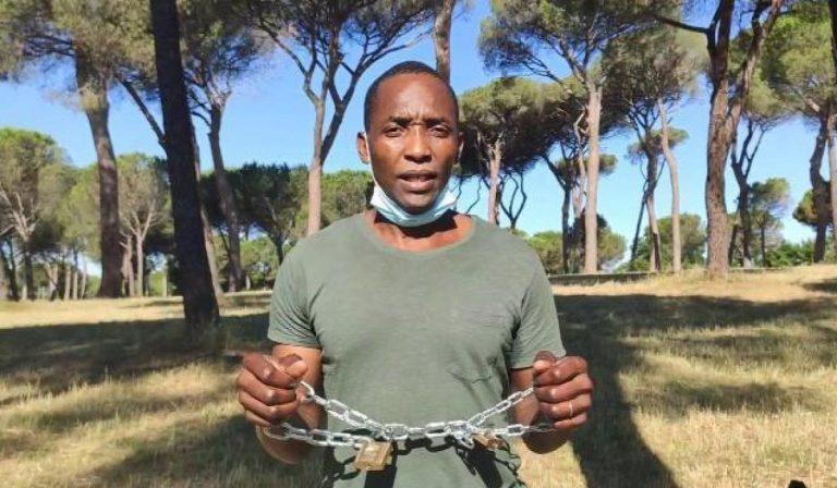 Villa Pamphilj: sciopero della fame e proteste, braccianti incatenati