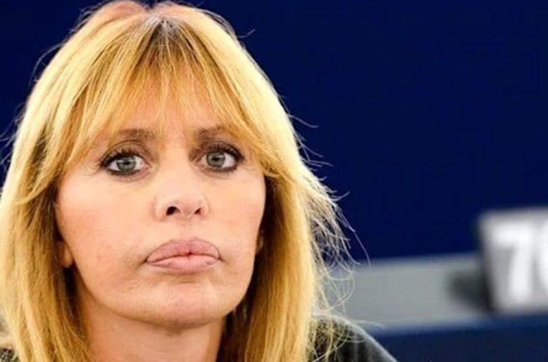 AlessandraMussoliniballando