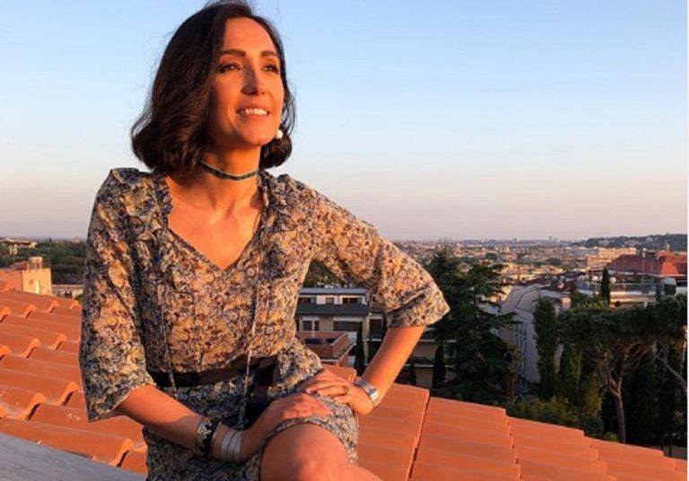Bellissima più che mai, Caterina Balivo mostra ai fan le foto del suo primo bagno dell'estate