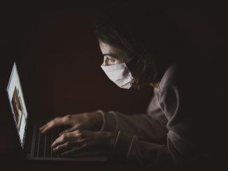 Coronavirus non esiste: chi sono i sostenitori della tesi negazionista