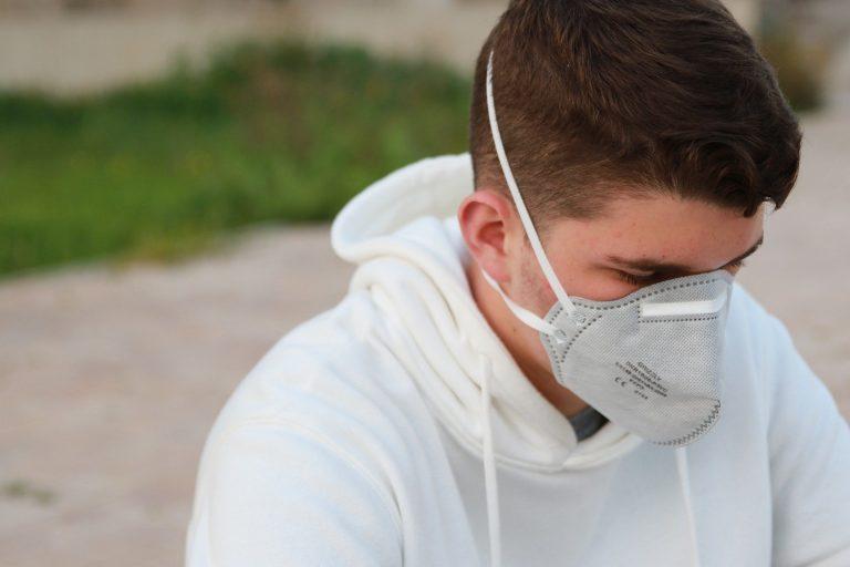 Coronavirus, ISS: i nuovi contagiati sono più giovani e meno gravi