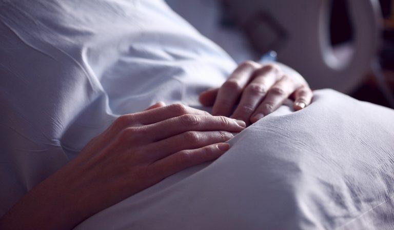 Italia, aborto terapeutico negato: donna va in Francia