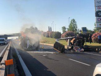 Incidente sulla Pontina, scontro tra camion e trattore: strada chiusa