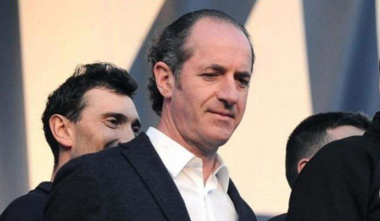 Il governatore veneto, Luca Zaia, firma una nuova ordinanza