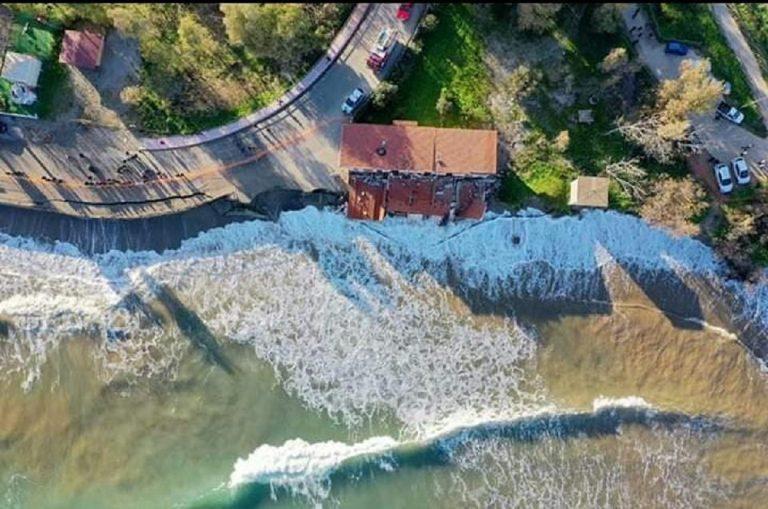 Casa crolla in mare e mamma di 5 figli diventa senzatetto
