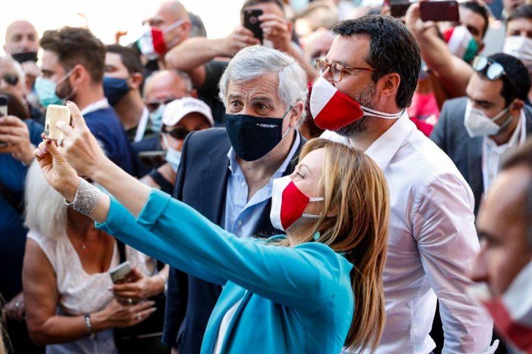 manifestazione-centrodestra-2-giugno selfie