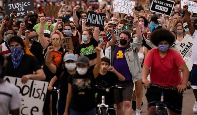 Morte Floyd, test Coronavirus per i manifestanti, lo chiede il Minnesota