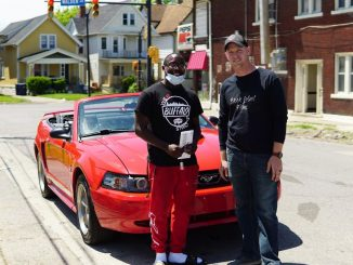 Proteste George Floyd: 18enne pulisce le strade e vince un premio