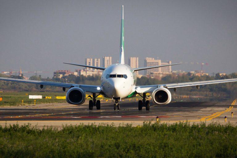 Passeggero senza mascherina in aereo: volo in ritardo di oltre mezz'ora