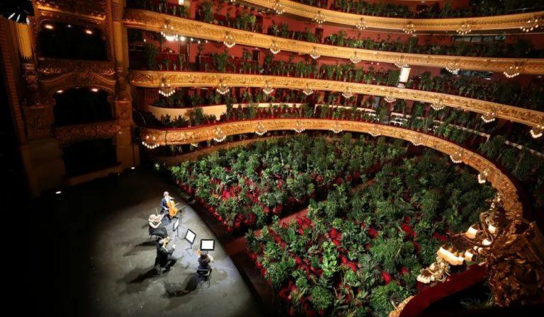 Il Teatro Liceu di Barcellona, alla sua prima con un pubblico di piante