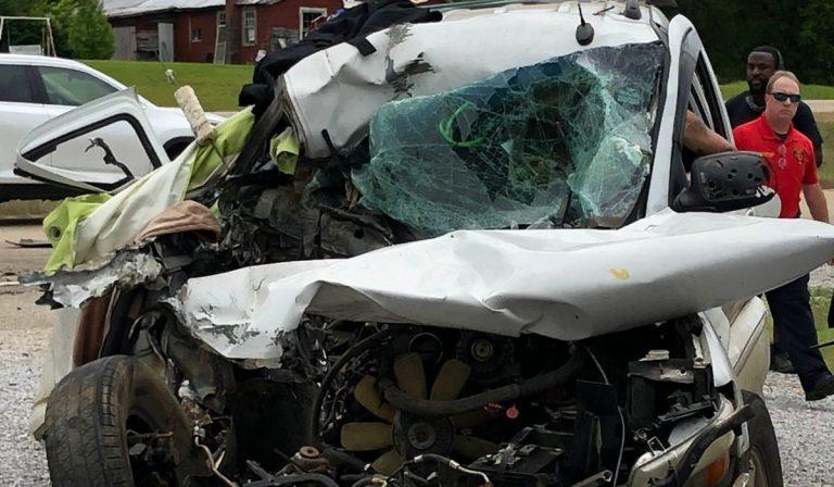 Un papà e due bambini falciati da un'auto
