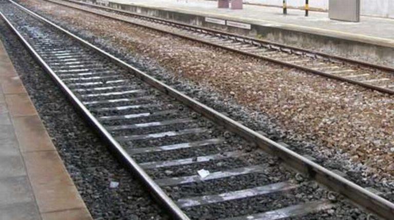 persona travolta da treno a sesto calende