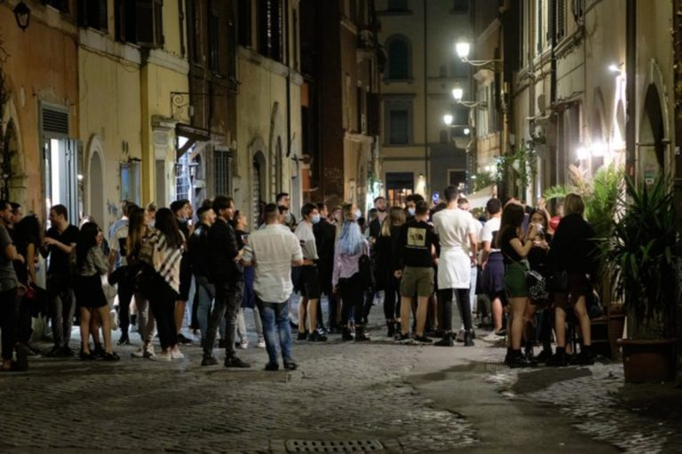 roma chiuse piazze movida